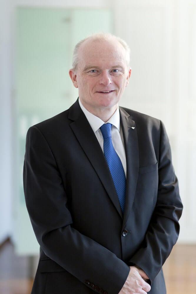 Dr. Peter Thirring
