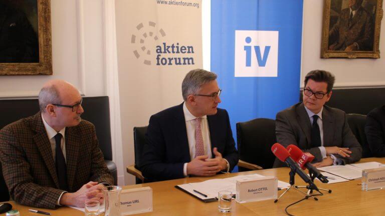 WIFO-Ökonom Thomas Url präsentierte gemeinsam mit Robert Ottel (Präsident des Aktienforums) und Christoph Neumayer (Generalsekretär der Industriellenvereinigung) die Ergebnisse der WIFO-Studie über die wichtigsten Instrumente zur Unternehmensfinanzierung in Österreich.