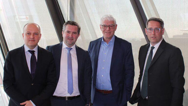 Raiffeisen KAG-Vorstände Michael Kustra, Rainer Schnabl und Dieter Aigner, Christian Baumann (Spectra Linz):