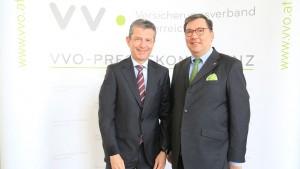 """Kurt Svoboda, Präsident des österreichischen Versicherungsverbandes VVO, Generalsekretär Louis Norman-Audenhove: """"Die Versicherungswirtschaft kann einen Beitrag zur Klimaneutralität leisten – sowohl als Risikoträger als auch als Investor!"""""""