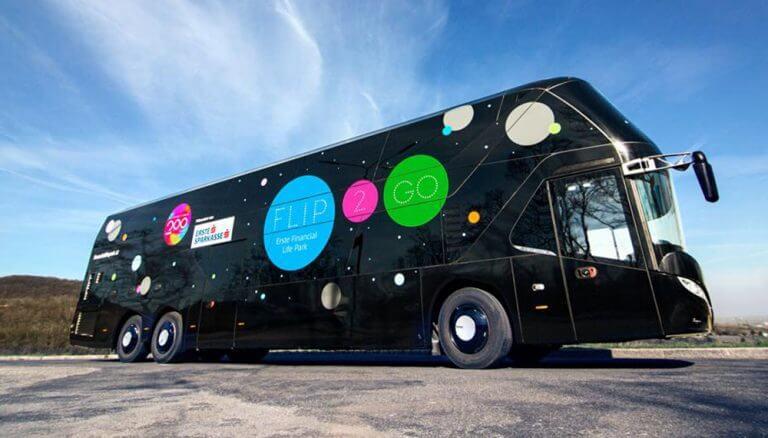 """On Tour durch Österreich: Der """"FLiP2Go"""" Bildungsbus, eine Initiative von Österreichische Sparkassen, Erste Bank Oesterreich und Erste Group."""