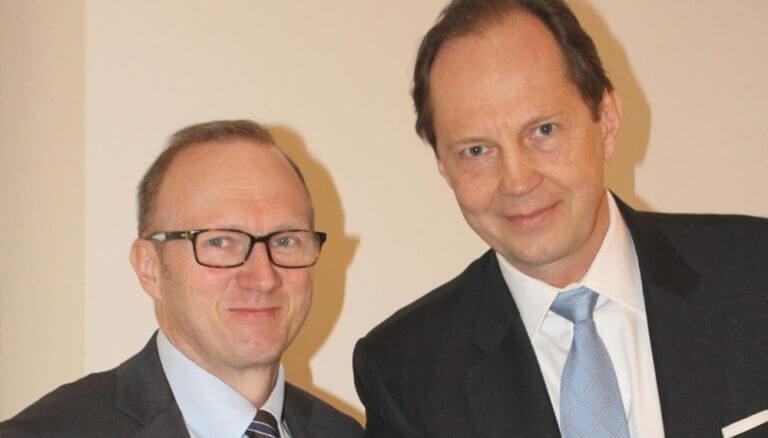 Heinz Bednar (VÖIG) und Berndt May (VAIÖ) präsentierten anlässlich des Weltfondstag am 19. April eine erfreuliche Volumenentwicklung und Performance der Investmentfonds im 1. Quartal.