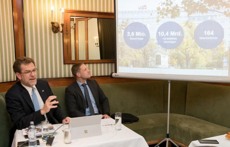 Andreas Zakostelsky, Gottfried Haber: Die VBV ist Marktführer bei betrieblichen Zusatzpensionen und der Abfertigung NEU und zählt rund 3,6 Millionen Österreicherinnen und Österreicher zu ihren Kunden und disponiert über mehr als 10,4 Milliarden Euro an verwaltetem Vermögen.