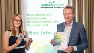 Mag. Kristina Proksch, Leiterin Umweltcenter und Hubert Pupeter, Vorstandsvorsitzender der Raiffeisenbank Gunskirchen und Gründer des Umweltcenters.