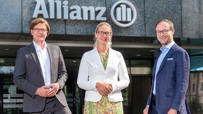 jö-Geschäftsführer Mario Günther Rauch und Ulrike Kittinger mit Rémi Vrignaud, CEO der Allianz Österreich