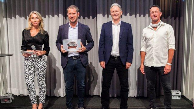 Sandra Zotti (Moderatorin), Mario Stadler (Erste Bank), Peter Neubauer (ForumF, Kategoriensponsor) und Jochen Schneebauer (willhaben, Hauptsponsor).
