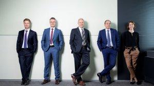 Das neue Vorstands-Team der RLB Steiermark mit Aufsichtsrats-Präsident Wilfried Thoma (Mitte): VDir. Florian Stryeck, VDir. Rainer Stelzer, Generaldirektor Martin Schaller, VDir. Ariane Pfleger