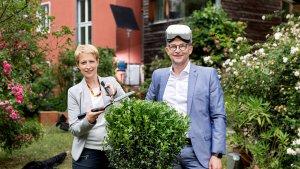 DONAU Vorstandsvorsitzende Judit Havasi und Vertriebs- und Marketing-Vorstand Reinhard Gojer beim Dreh zur neuen Werbelinie der DONAU